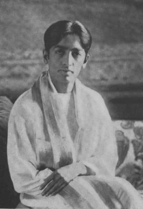 """Non pensare in un dato modo semplicemente perché la gente pensa così, o perché si tratta di una credenza secolare, o perché così è scritto in qualche libro ritenuto sacro; pensa da te stesso e giudica se la cosa è ragionevole."""" Jiddu Krishnamurti"""