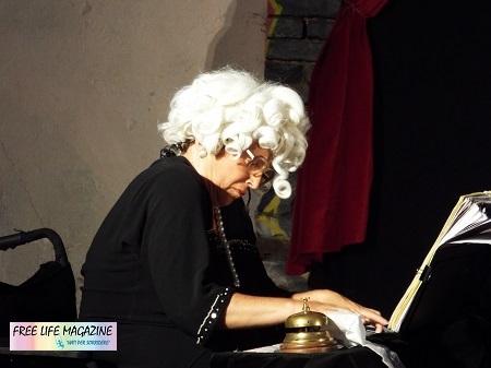 Franca Pampaloni al pianoforte 450