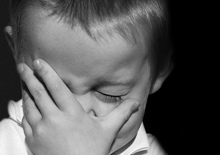 capricci_bimbo che piange_450