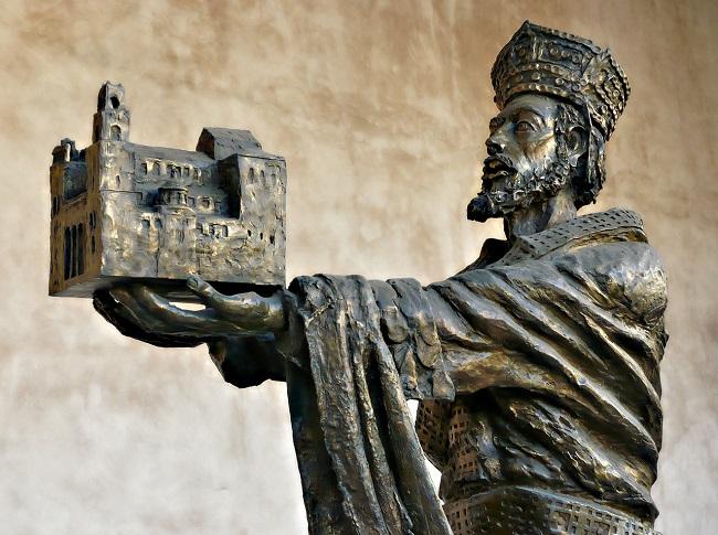La campana d'Argento_vescovo dono 250