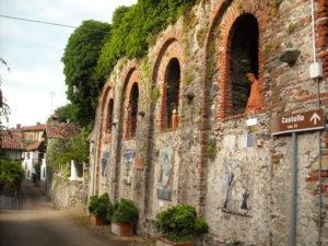 Torre Canavese - Via del Paese con opere Pittori per la pace